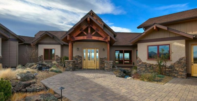 Custom post and beam home designed by TRinity Building Systems for a lot in Bend, Oregon.