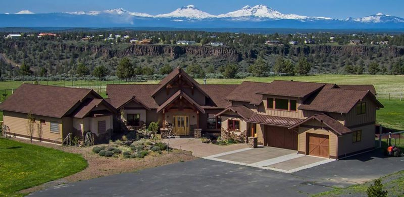 Trinity Building Systems Highlander model timber frame home constructed in northern Oregon; front exterior view.